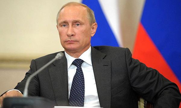 Путин призвал осваивать месторождения в Арктике