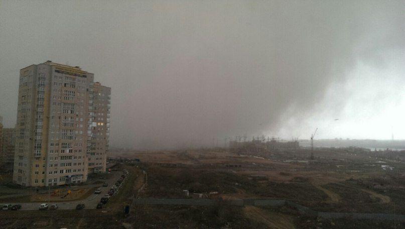 Стихия разгулялась. Ураган в Омске и гроза в Москве.