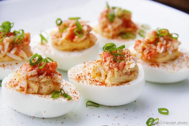 20 вкусных начинок для фаршированных яиц Поделиться в Facebook VK8 OK15