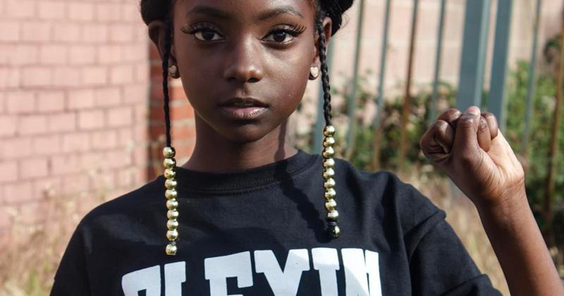 Ее дразнили за цвет кожи, а она в свои 10 лет запустила собственную линию одежды девочка, история, кожа, одежда