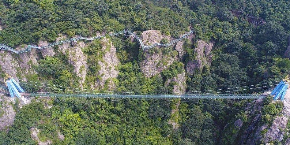 ВКитае открылся самый длинный вмире стеклянный мост