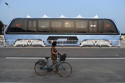 Китайский автобус-портал бросили на окраинах Шанхая