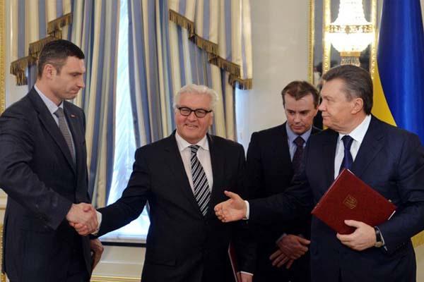 Три года «слива» Украины: кто подталкивал в спину Януковича?