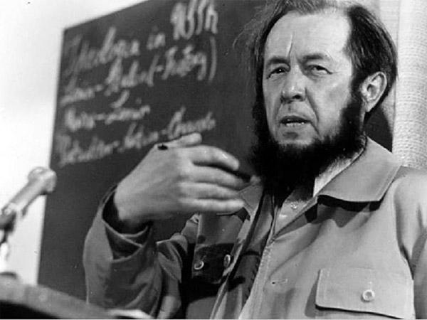 Жить не по лжи Солженицына… Но в школе-то зачем этого монстра проходить?