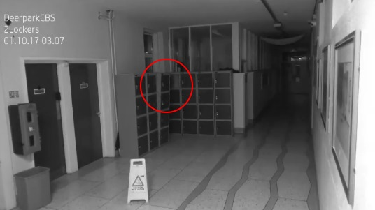 Камеры наблюдения в ирландской школе сняли необъяснимые явления, происходящие ночью