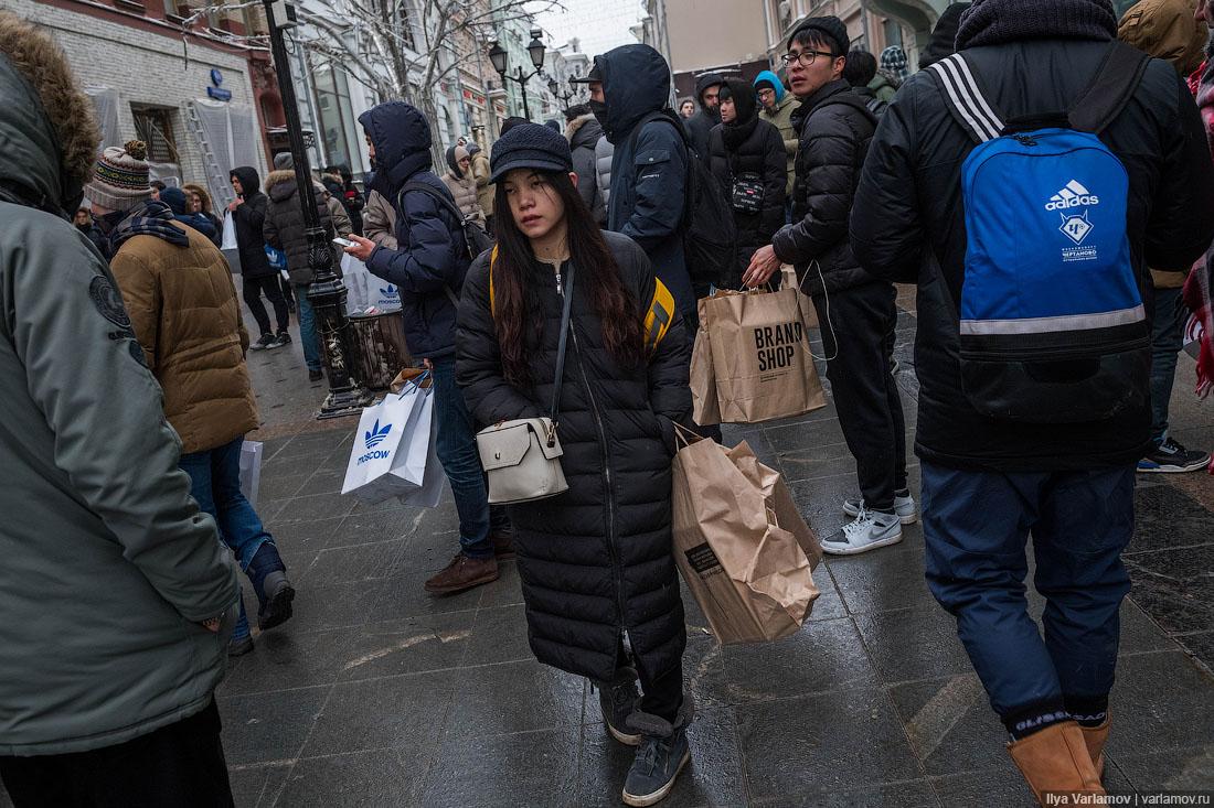 В Москве кризис! Люди стоят неделю на морозе, чтобы купить кроссовки за 17 000 р.!