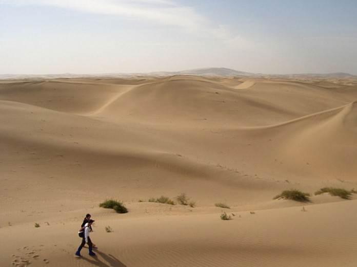 Однажды два друга шли по пустыне, и вдруг один ударил второго…