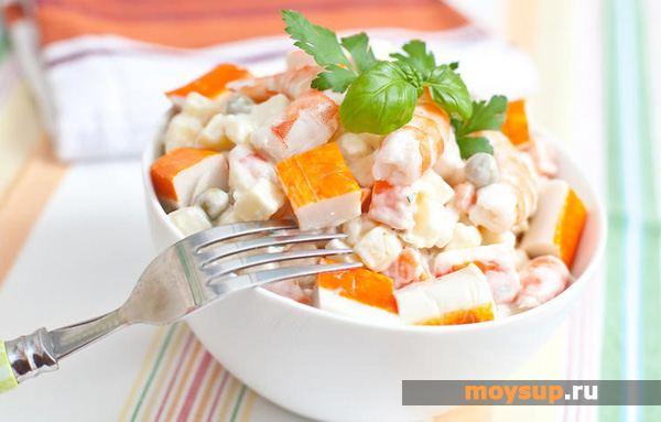 Салат с крабовыми палочками, помидорами, сыром и чесноком