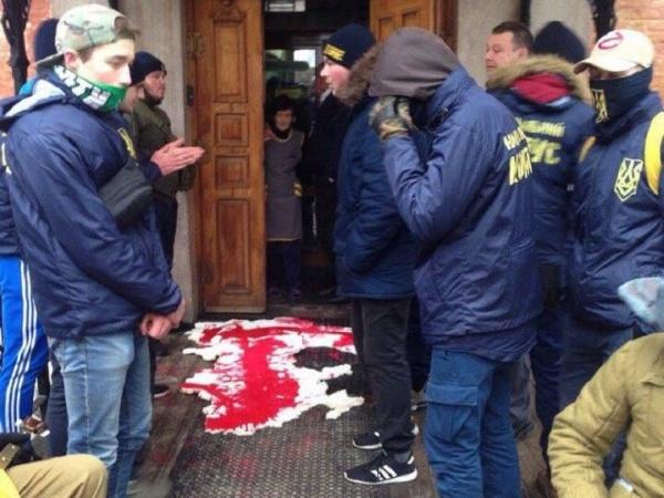 ВоЛьвове националисты заблокировали офис российскогоVS Bank