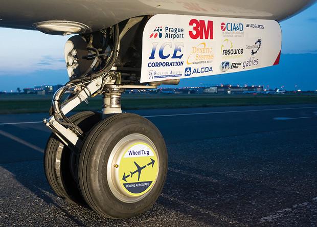 Американцы занялись сертификацией самолетного мотор-колеса