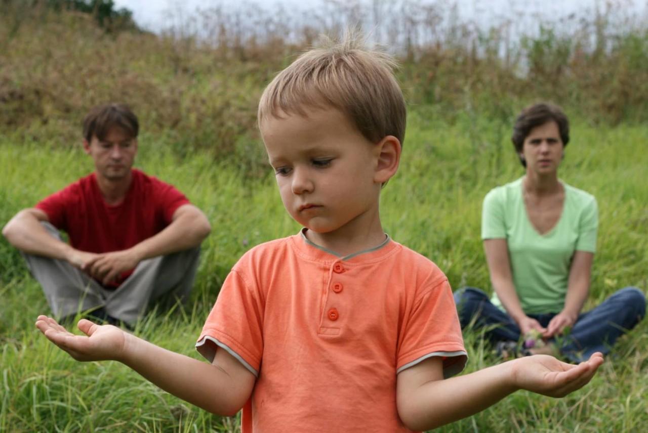 Если болеет ребёнок, лечить надо папу и маму.