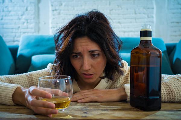 Почему алкоголь дляженщин опаснее, чемдлямужчин