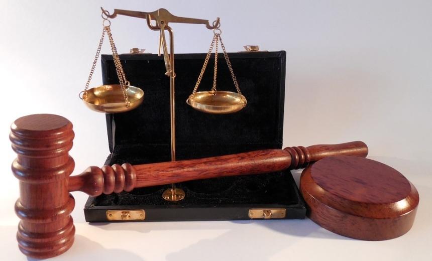 Жители Гомеля устроили митинг на суде по делу о налоге на тунеядство