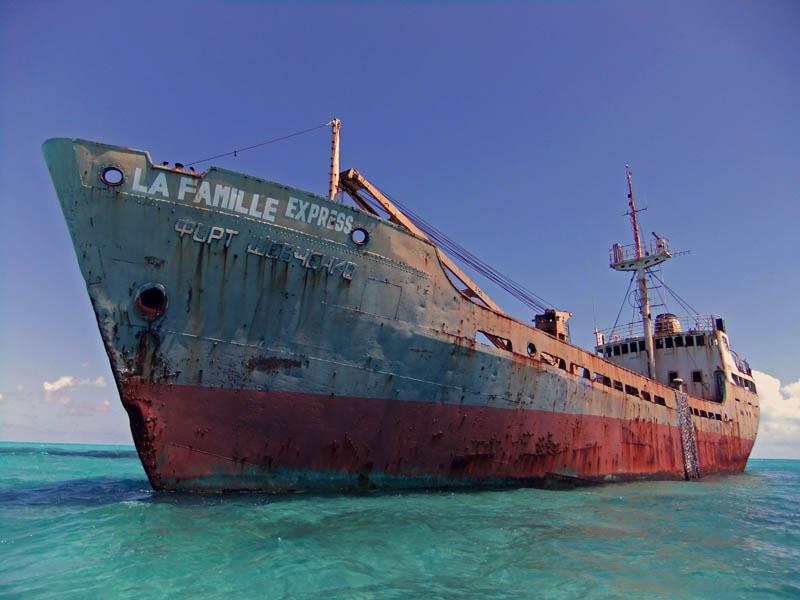 Ходившее когда-то под советским флагом судно у берегов Теркс и Кайкос — британской заморской территории в Карибском море, в юго-восточной части Багамских островов.