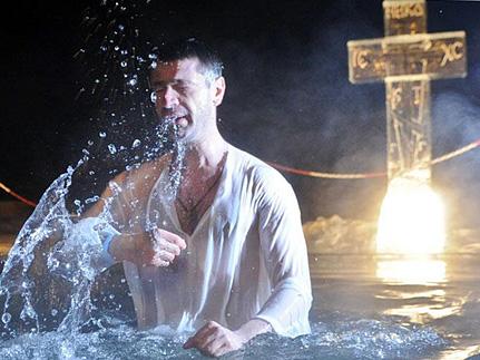 Как правильно окунаться в прорубь на Крещение?