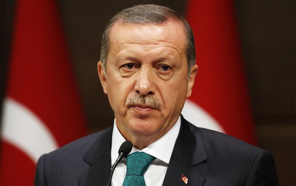 Макрон назвал причины из-за которых Турция не может сблизиться с ЕС