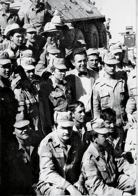 Иосиф Кобзон в Афганистане - Ограниченный быт ограниченного контингента | Военно-исторический портал Warspot.ru
