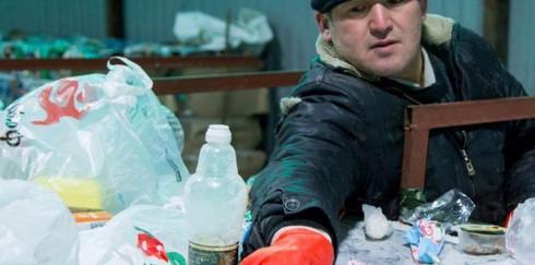 Житель Екатеринбурга наладил производство нефти из мусора