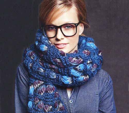 Оригинальный шарф в синих тонах