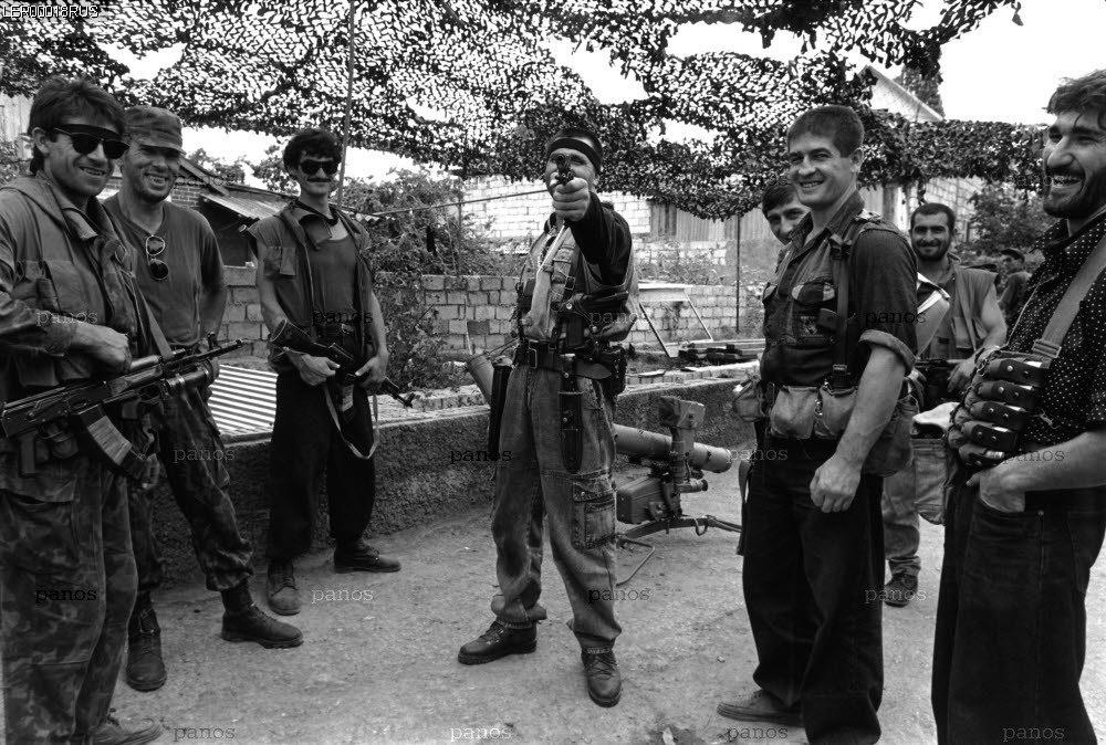 Руслан Лабазанов по прозвищу Лобзик и его бравая группировка.