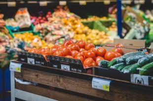 Откуда сейчас на рынках грунтовые овощи и фрукты?