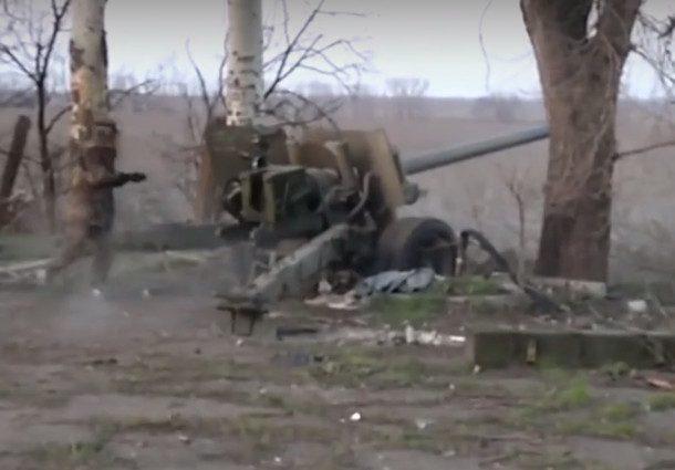 Донбасс расстреливали из советских пушек под фашистские марши