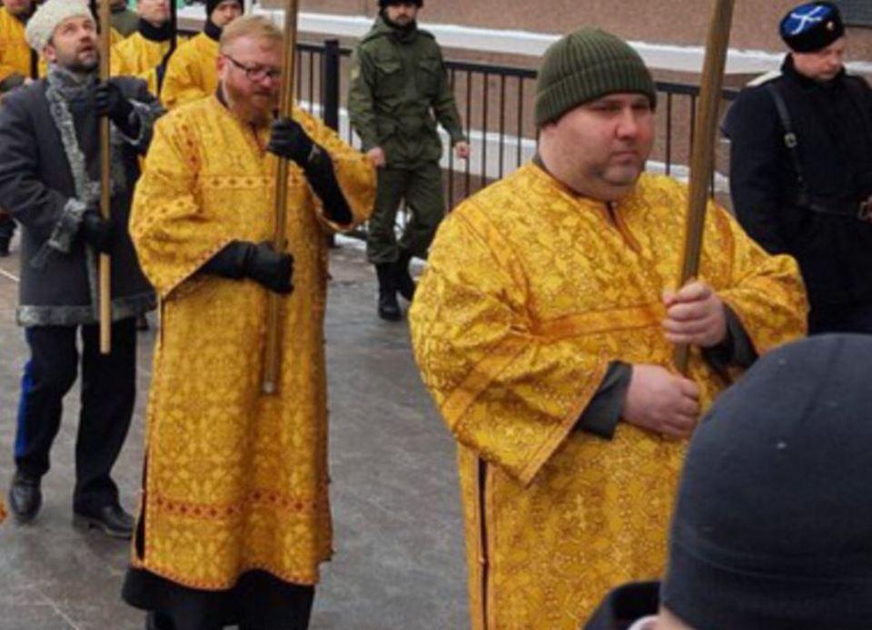 В крестном ходе у Исаакиевск…