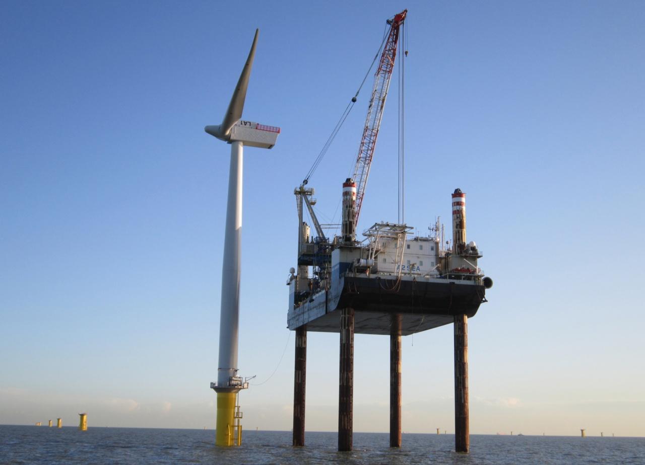 Installation einer Windturbine / Installing a wind turbine
