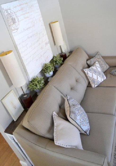 Отличное решение для того чтобы создать уютную обстановку при помощи дивана-стола, что выглядит очень необычно.