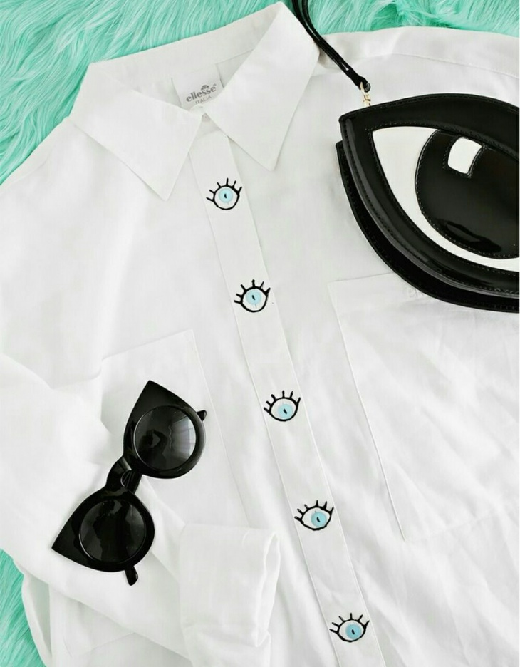 Блузка с вышитыми глазами