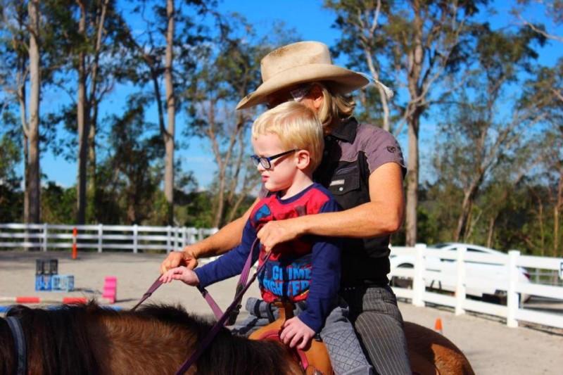 На ферме в Австралии лошади лечат людей