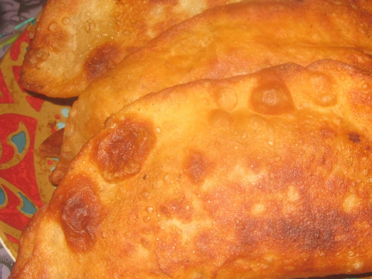 Тесто на чебуреки на горячей воде рецепт пошагово с дырочками с