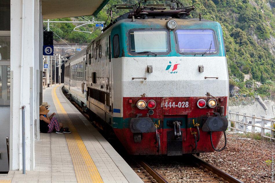 16. Поэтому из Маноролы в Корнилью мы поехали поездом.