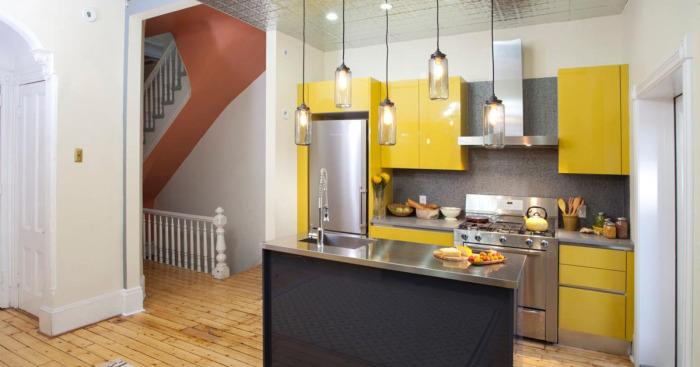 Модно и функционально: 5 «умных» идей, как расположить остров на маленькой кухне