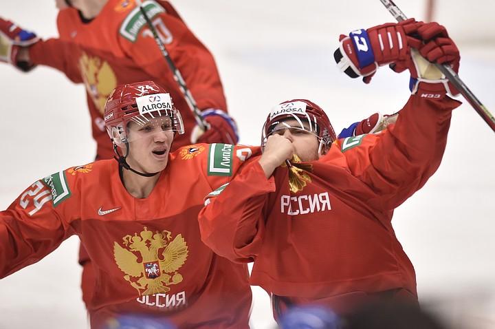 Шведы обиделись на россиян за поцелуй национального герба в полуфинале МЧМ по хоккею 2020