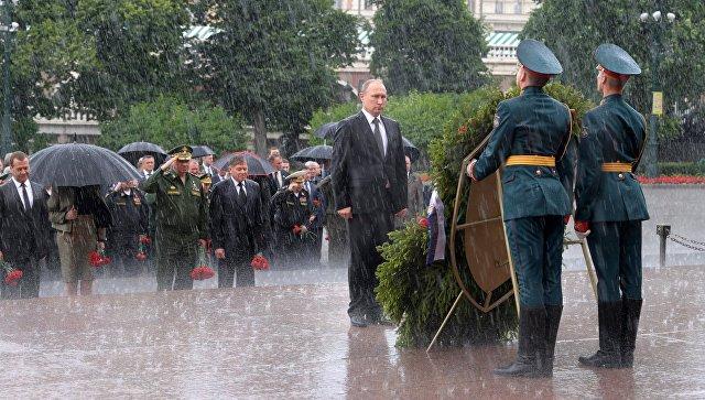 Путин вместе с небом почтил память погибших в Великой Отечественной войне