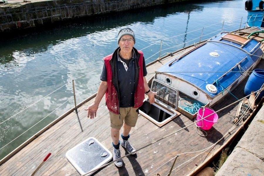 Бывший лесник потратил пять лет на реставрацию яхты, которая затонула через пять минут после спуска