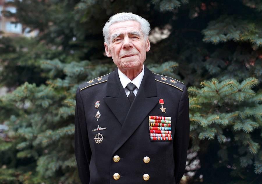 Герой Советского Союза Лев Матушкин. Командир атомной субмарины. Видел выныривающий НЛО