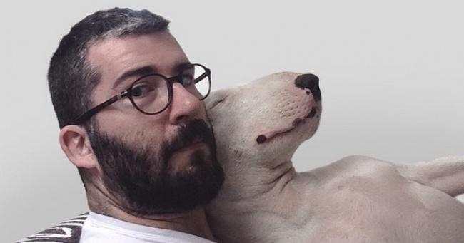 Его жена ушла, не оставив мужу ничего, кроме собаки. Но он не стал унывать...