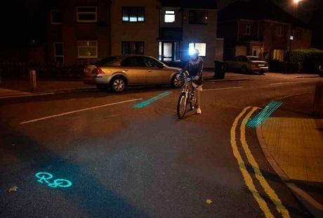 «Умный» велошлем сам проецирует знаки на дорогу