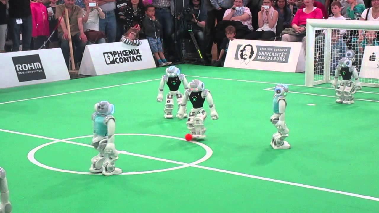И без миллионных гонораров: Медведев предложил заменить футболистов сборной России роботами