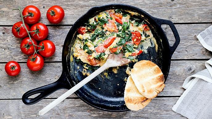 Яичница со шпинатом: рецепт приготовления. Шпинат - польза и вред для здоровья