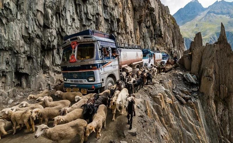 8. Опаснейшая дорога Zojila Pass, Индия железная дорога, интересно, непроходимые места, опасные дороги, тоннель, фото