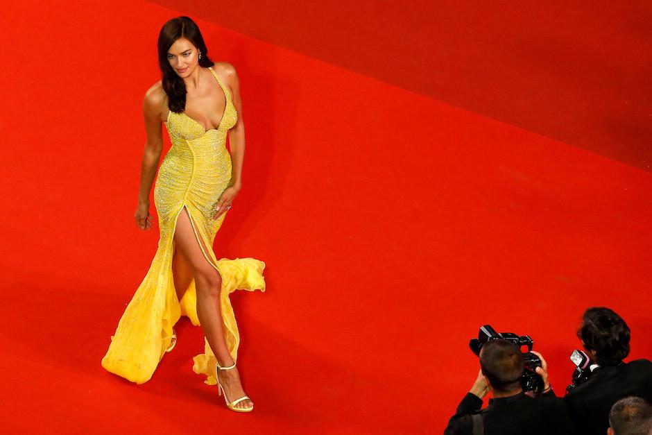 Лучшие вечерние образы Ирины Шейк — одной из самых сексуальных женщин планеты