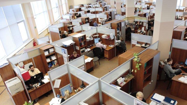 Власти Хакасии объяснили увольнение чиновницы, раскритиковавшей выплату премий