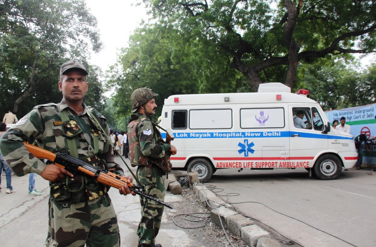 В Индии изъяли 25 тысяч литров самогона, предназначенных для подкупа