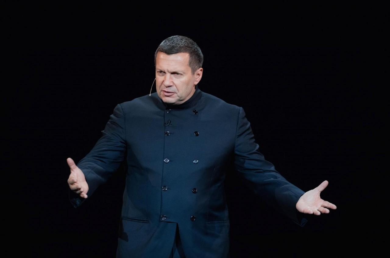 Владимир Соловьев поставил украинского политолога в неловкое положение словами о несостоятельности власти на Украине