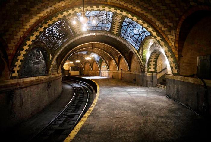 Заброшенная станция Нью-Йоркского метро.
