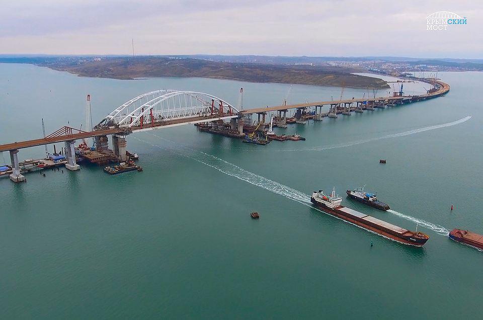 Исторический момент: Крымский мост сомкнулся