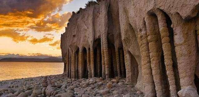 Удивительные колонны озера Кроули